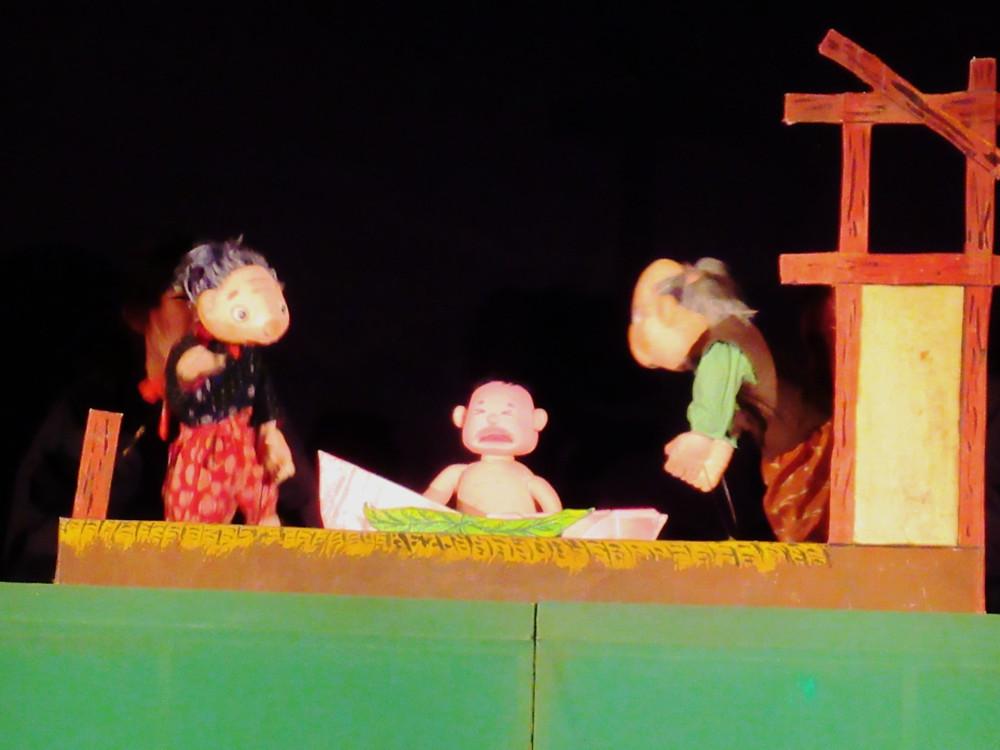 郡山市 片平町 片平学園 片平幼稚園 幼稚園 親子鑑賞会 人形劇 劇団 杉の子 桃太郎 誕生 セット 照明