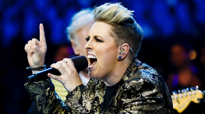 Kim Sheehy singing with microphone on the voice