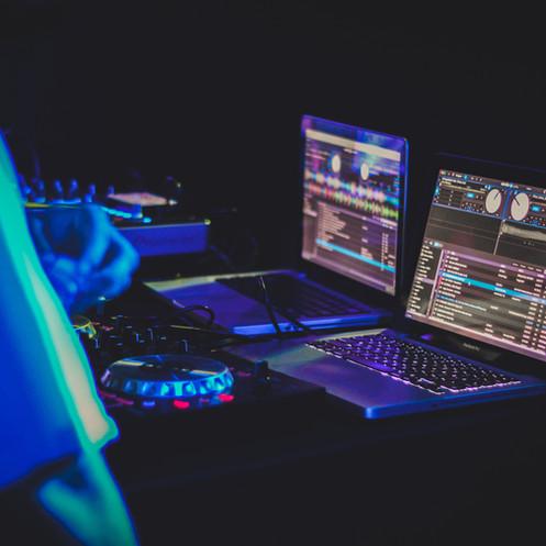 A Beginner's Guide to DJ-ing