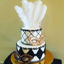 Black, white and gold Mascarade Party cake. Www.Specialtysweetc
