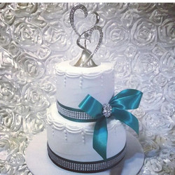 18%OFF Buttercream Iced Wedding Cakes are being added to our August Sale!  No Fondant Work is includ