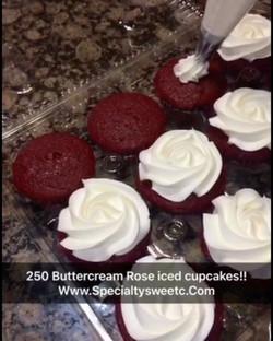 #buttercreamrosescupcakes www.specialtysweetc