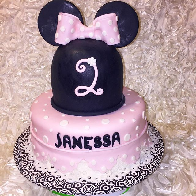 2 tiered Minnie Mouse cake. Www.Specialtysweetc