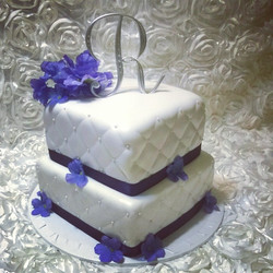 2 tiered square quilted pearl wedding cake. Www.specialtysweetc