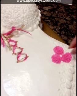 #specialtycakes #bridalshowercakes www.specialtysweetc