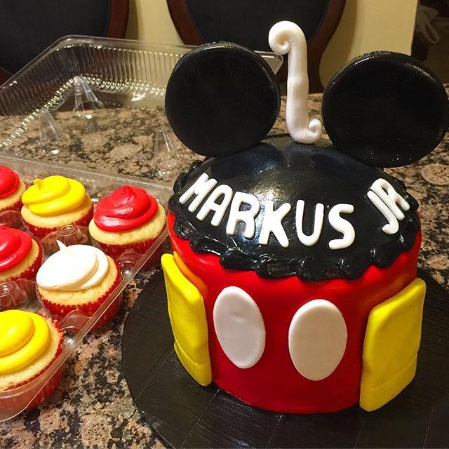 Instagram - Mickey Mouse Smash Cake. Www.Specialtysweetc