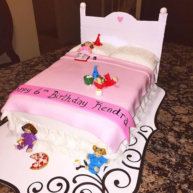 Girls night Slumber party cake. Www.Specialtysweetc