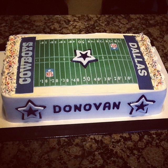 Dallas Cowboys Football Stadium cake.jpg 614-218-7612