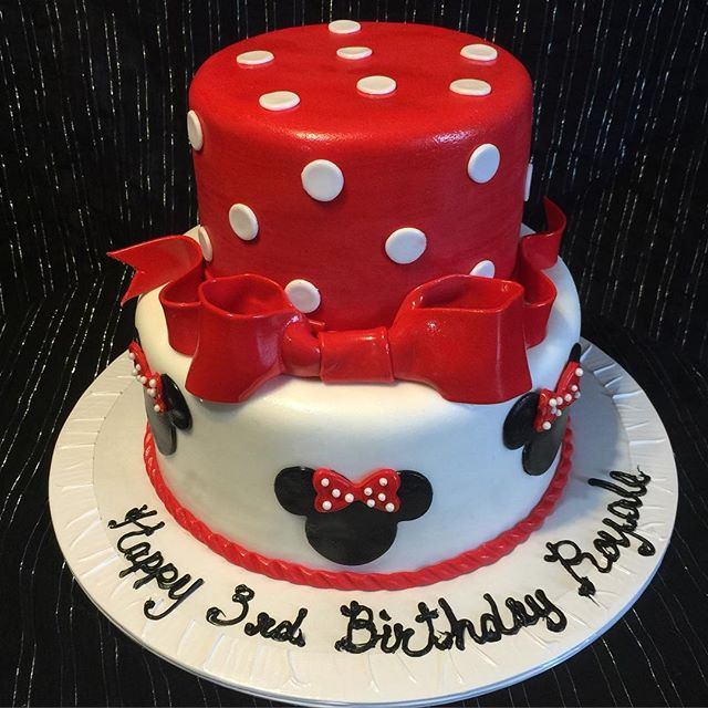 Two-tiered Minnie  mouse birthday cake. Www.Specialtysweetc