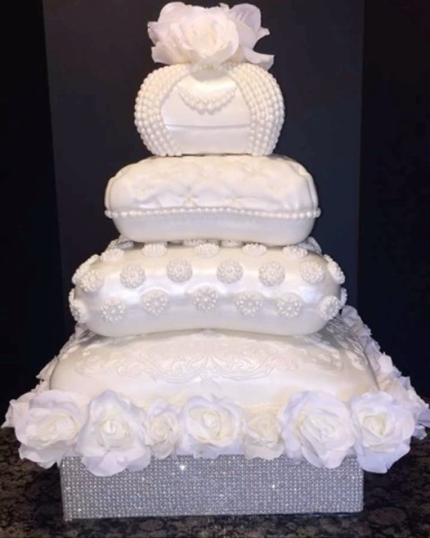 #fondantweddingcake #4tieredpillowweddingcake #specialtycakes www.specialtysweetc