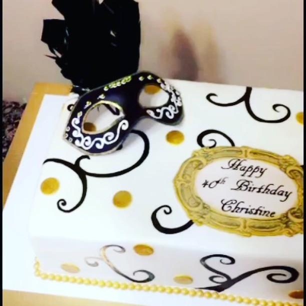 #specialtycakes #mardigras www.specialtysweetc