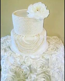 #pearlweddingcake Www.Specialtysweetc
