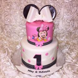 Minnie Mouse cake. Www.Specialtysweetc