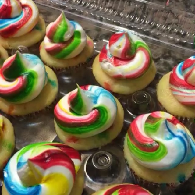 Funfetti rainbow cupcakes. Www.Specialtysweetc