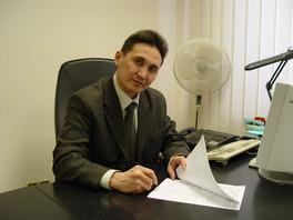 Боронов за подписью контракта.JPG