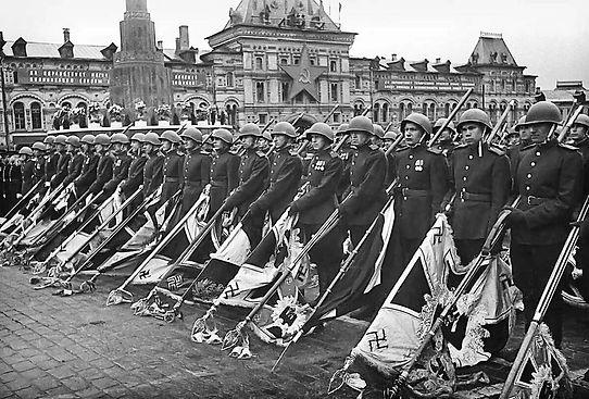 парад 1945.jpg