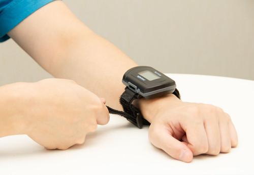 【SleepKinwood 健和醫療 - 睡眠窒息症治療成效測試】手錶設計的簡便血氧感測器