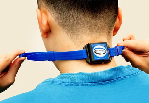 【SleepKinwood 健和醫療 - 家中鼻鼾程度評估】測試期間需要佩戴於頸項位置的睡眠監測儀