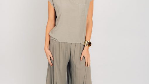 Wide leg trousers with splits