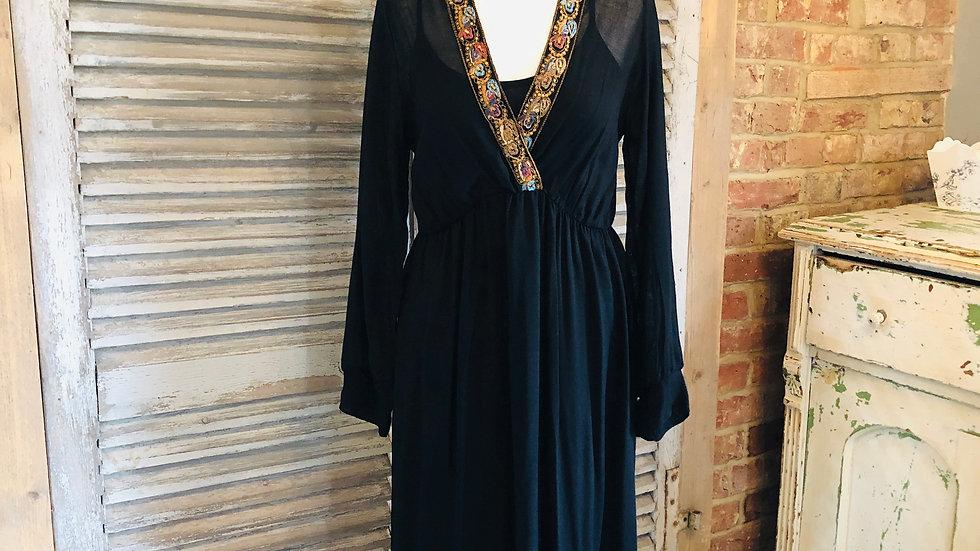 V-neck dress - embroidered Neckline