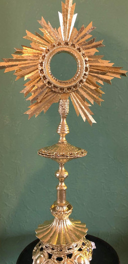 Monstrance-click for time-lapse- courtesy of Nikcy Baillie