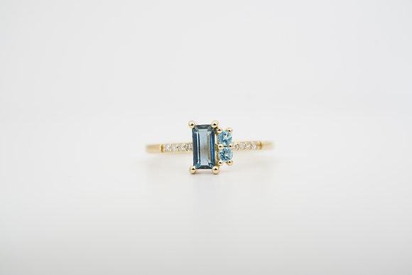 10k London & Swiss Blue Topaz Ring