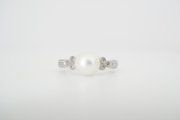 10k Pearl and Diamond Floral-Inspired Ring