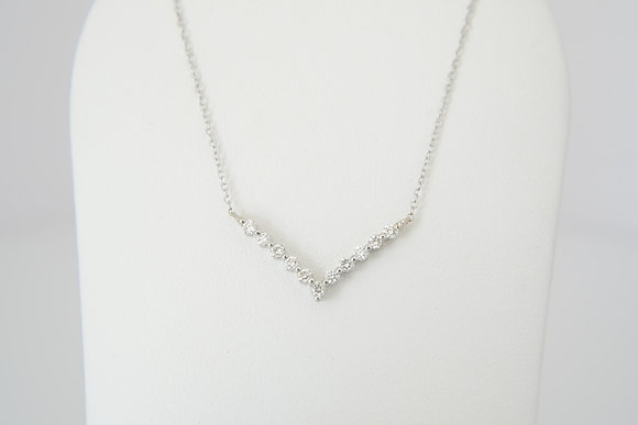 "14W .22ctw ""V"" Necklace"