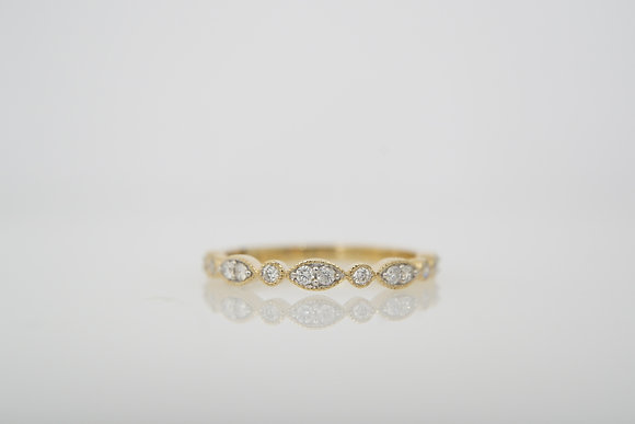 14k .14ctw Scalloped Band