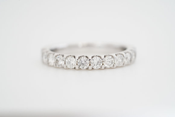 14k .92ctw Shared-Prong Diamond Band