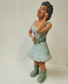 Vrouw met lichtblaquwe jurk