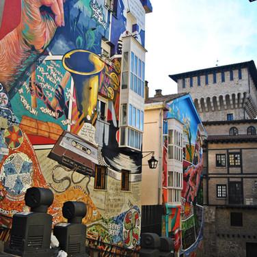 Mural 'Eskuz esku'