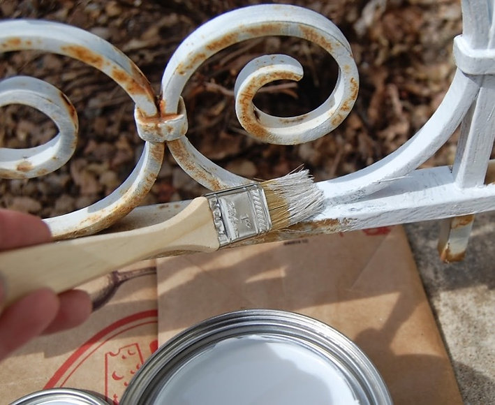 htr-image-tips-to-spruce-up-paint-all-your-metal-furniture-fixtures-1122-7450_edited.jpg