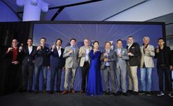 (圖1)眾人舉香檳杯誌慶IWST 2015圓滿成功。(圖說詳見郵件)