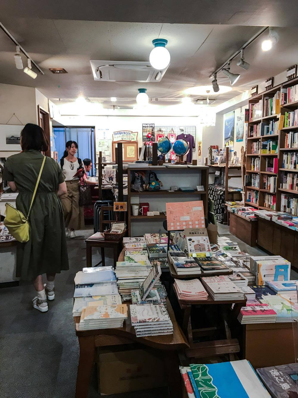 Travellers Bookshop, Nomad, Nishiogikubo, Tokyo, fac