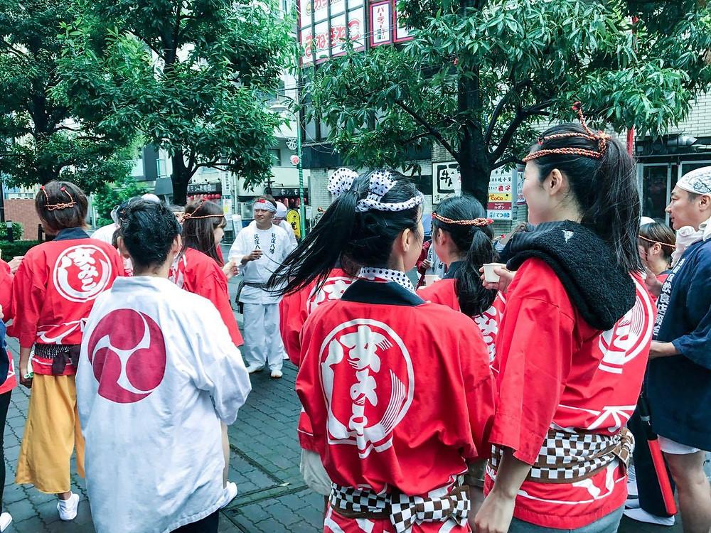 西荻窪女神輿、ハッピ姿、西荻窪、東京、横丁