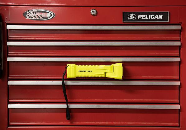 pelican-led-flashlight-01.jpg