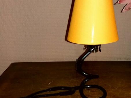 """Fabriquez votre lampe à partir d'un stéthoscope 💡 (ou d'un tube """"souple"""")"""