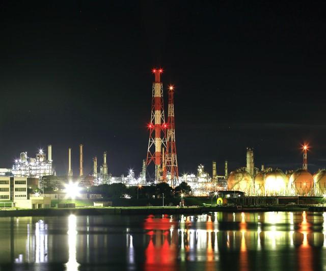 苫小牧西港 工場夜景(写真:苫小牧市提供)
