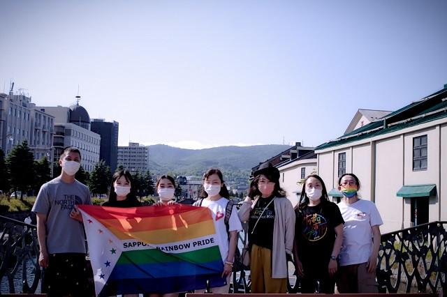 パレードを終えたのち、みんなニッコリ笑顔で小樽の定番スポット、小樽運河へ