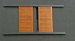Installateur RGE de volets coulissants pvc, alu et bois sur-mesure. En rénovation et en neuf. Devis gratuit. Région PACA: bouches du rhones 13 et le var 83.