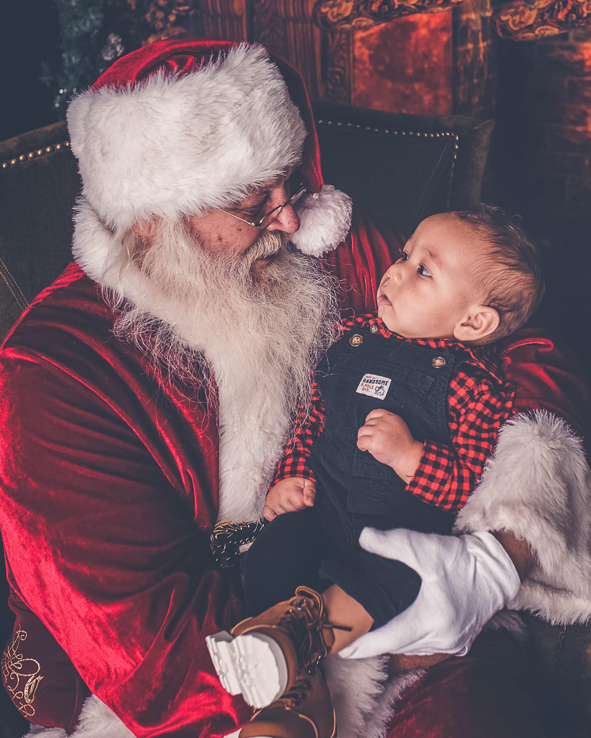 Santa's Knee Only (1 Image) $65
