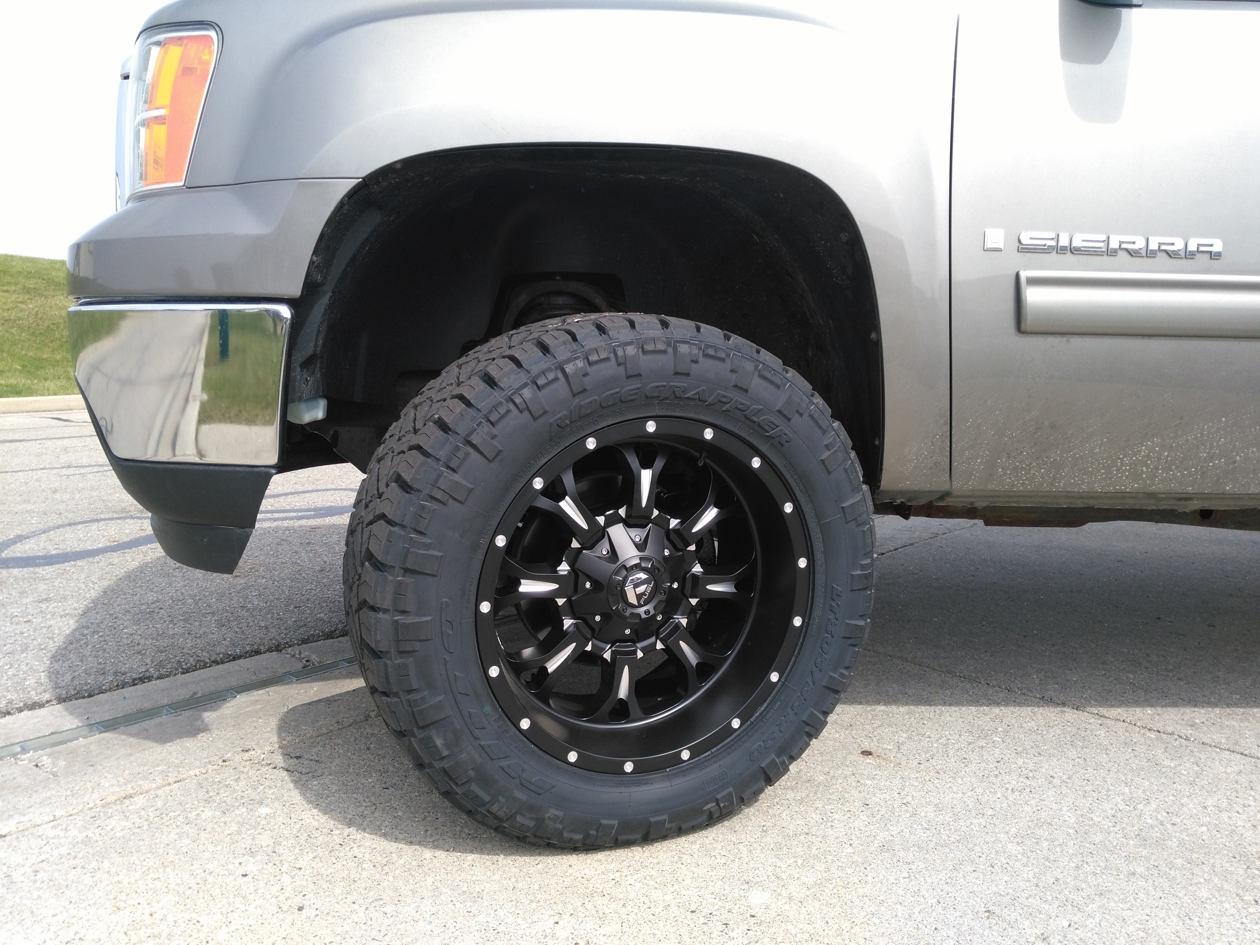 2008 gmc fuel wheel and nitto