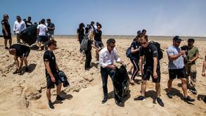Extreme E, aspettando la gara si ripulisce la spiaggia studiando le tartarughe