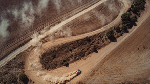 La splendida battaglia auto nella Baja Aragon: i distacchi minimi, la polvere, le gomme...
