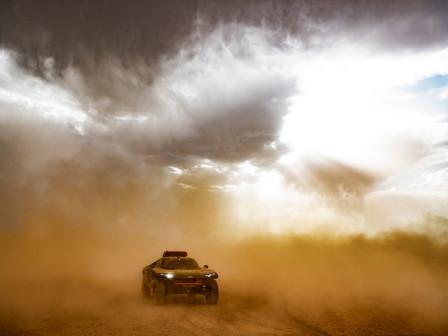 Audi rientra dopo i test in Marocco, a Erfoud. Tempesta di sabbia, caldo e vento per la RS Q e-tron