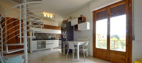 soggiorno/cucina/balcone