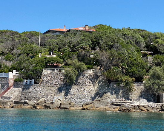 Vista villa scesa al mare