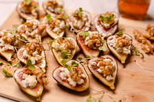 Sweet figs bites with goat cheese and walnuts