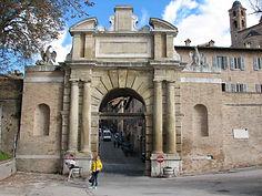Урбино. Ворота Вальбона